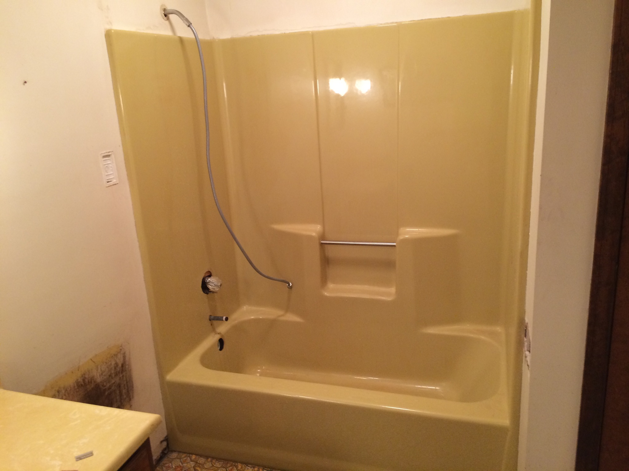 can a fiberglass tub be resurfaced total bathtub. Black Bedroom Furniture Sets. Home Design Ideas
